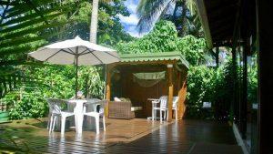 Deck e Gazebo para Leitura em Pousada na Ilha do Mel